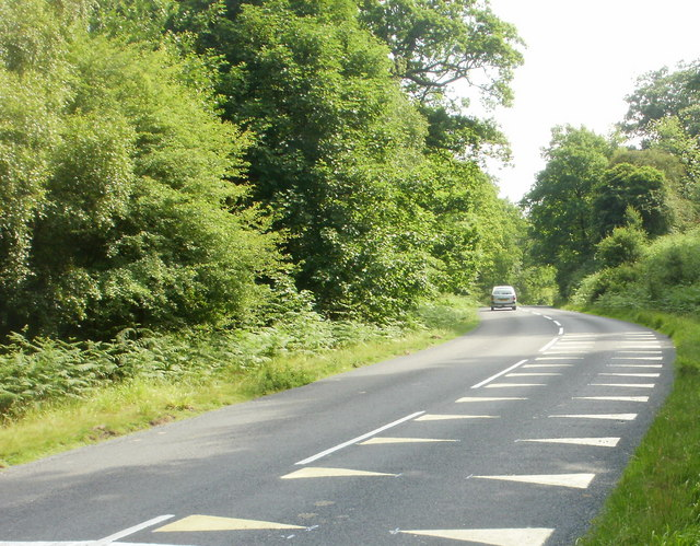 White triangles painted on road surface, Parkend