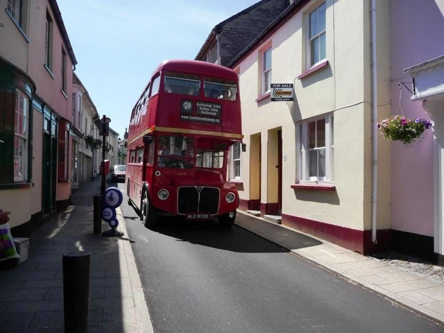 Routemaster coming down Fore Street