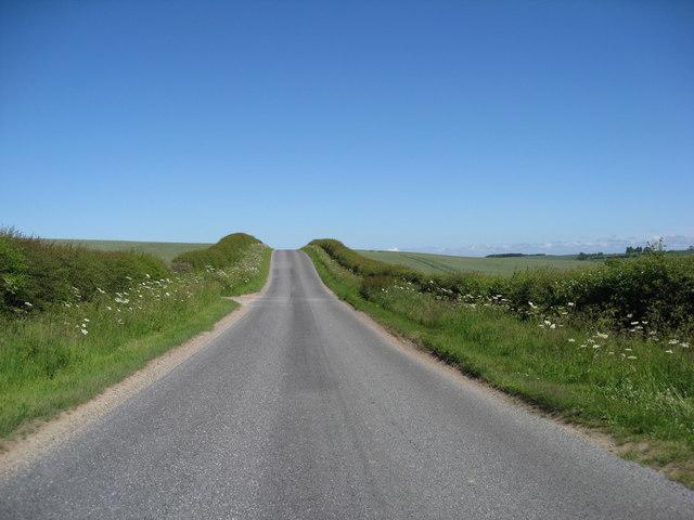 Approaching Belchford via Foxendale hill