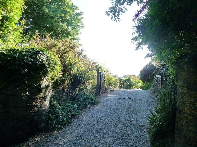 Village drive, Ringmore