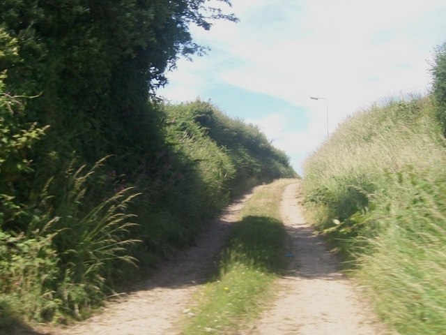 Track leading north from the A499 towards the Stad Cynfil Housing Estate