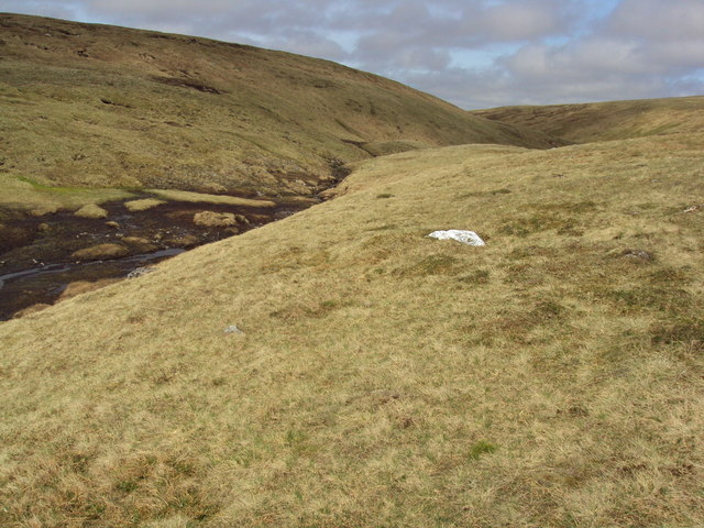 Shallow bealach & burn between Carn Sgulain and Meall a' Bhothain