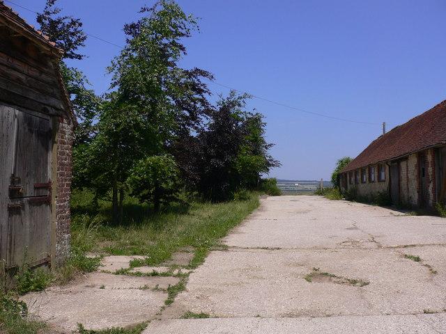 Footpath through Church Farm at Bepton