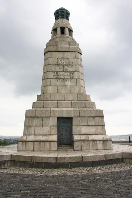 Dundee Law war memorial