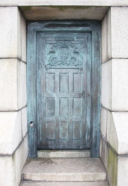 The Door-in-the-Law, Dundee war memorial