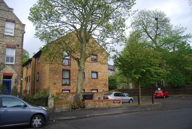 Lincoln Court, Charleville Circus