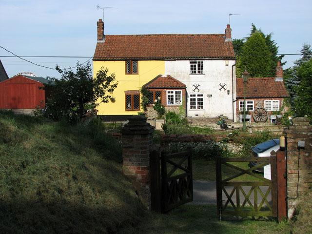Cottages opposite St Margaret's church, Tatterford