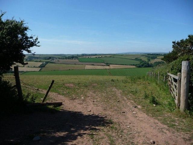 Field entrance, from the footpath near Tapfield Cross