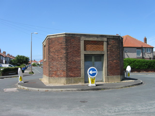 Building in a roundabout, Cleveleys