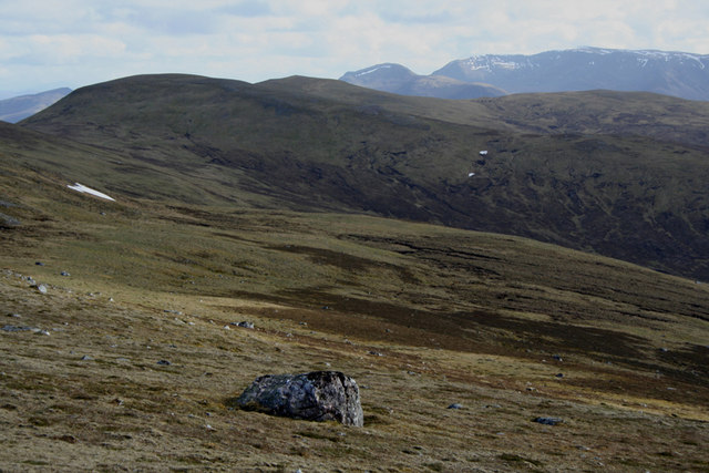 Isolated erratic above Coire na Ceardaich