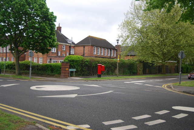 Mini roundabout, Lennard Rd and Reddons Rd