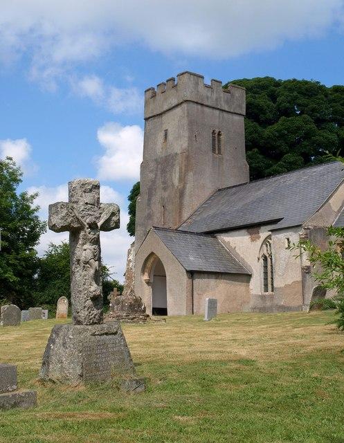 Cross in churchyard, Clatworthy