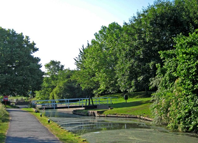 Droitwich Barge Canal - a swing bridge in Vines Park