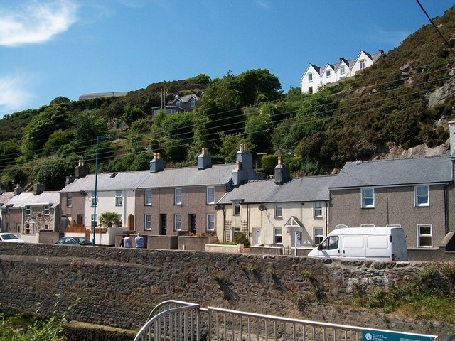 Houses overlooking the tidal Afon Erch