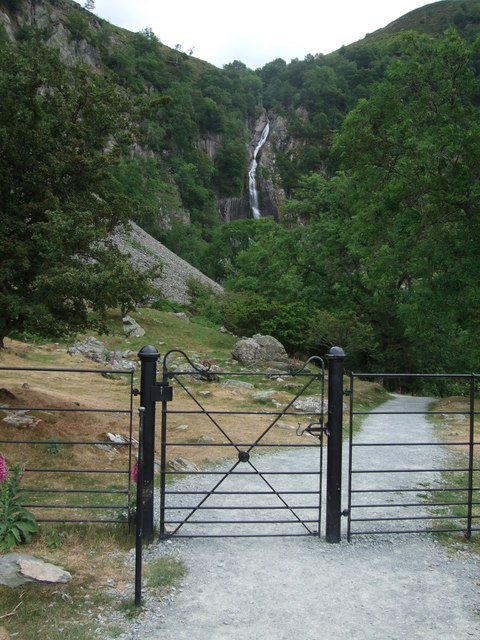 Gate across track to Aber Falls