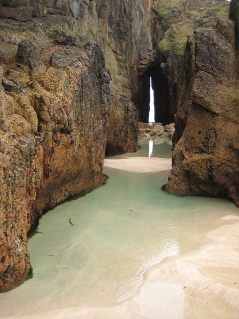 Gap in the cliff, Nanjizal Bay