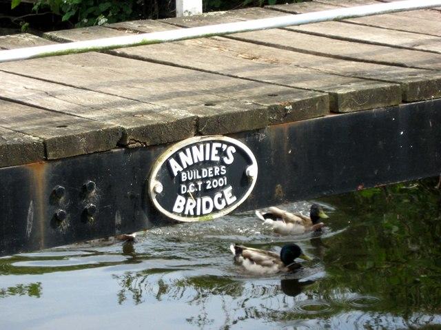"""Plaque on """"Annie's Bridge"""" in Vines Park"""