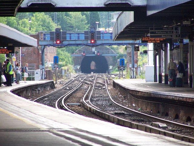 Southampton Central: view along platforms to the tunnel