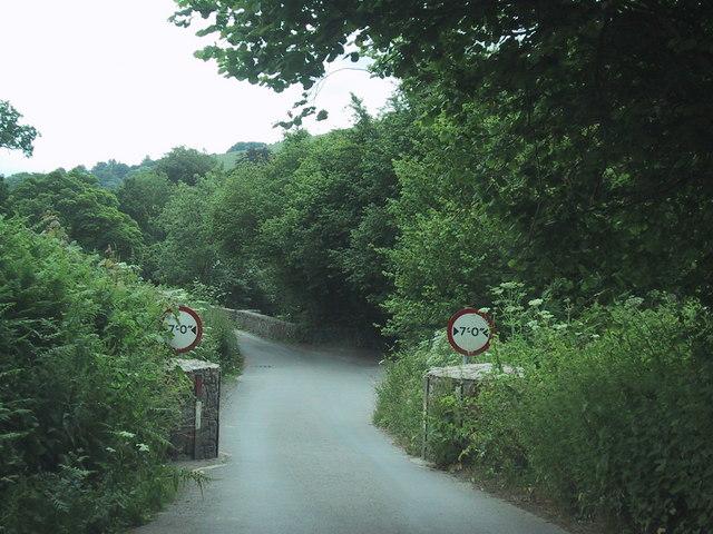 Road narrows for Chagford Bridge