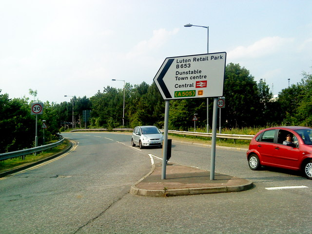 The B653 to Luton Retail Park