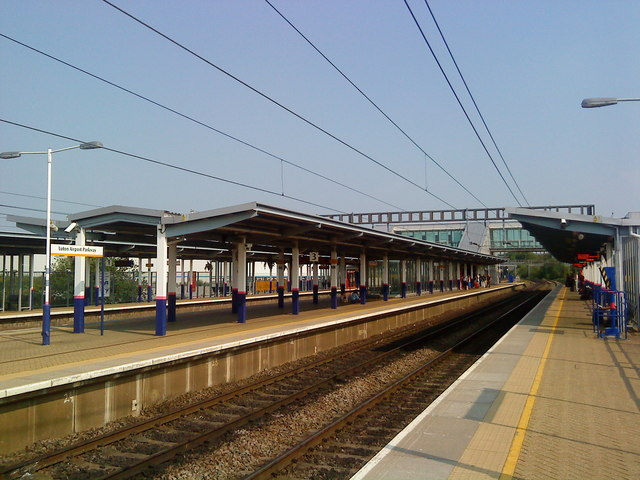 Platform canopies at Luton Airport Parkway