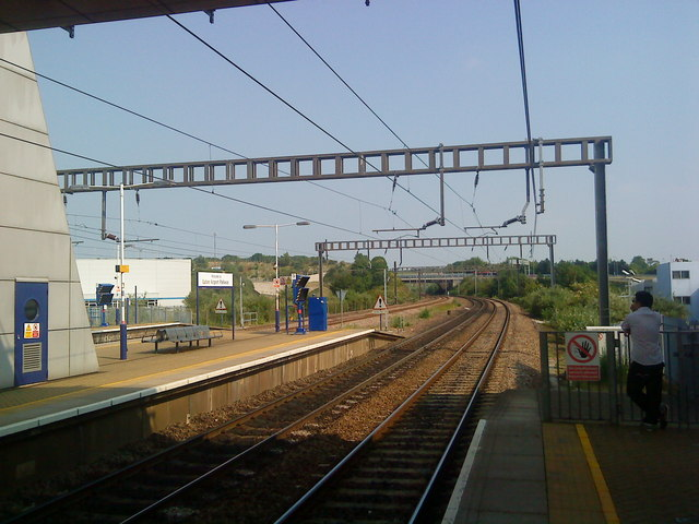 Tracks south of Luton Airport Parkway
