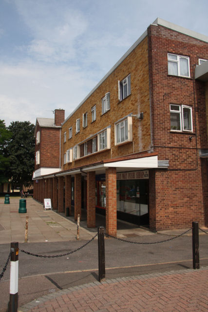 Valley Way shops, Newmarket