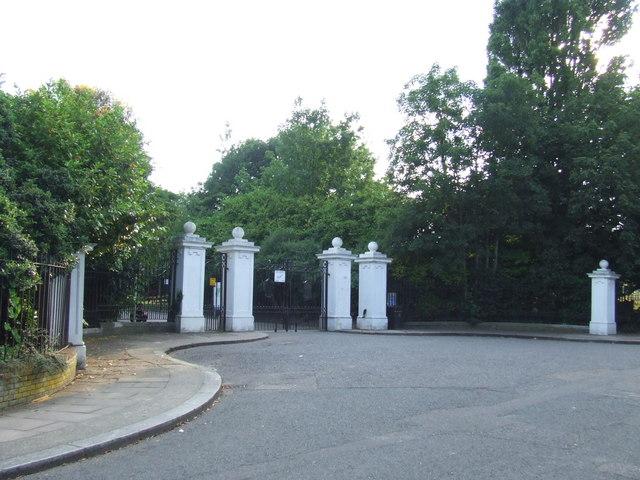 Cemetery gates, Brockley