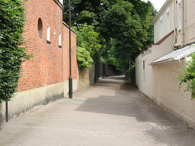 Footpath to Ridgway Place