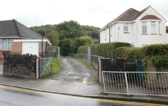 Two paths, Pillmawr Road, Malpas