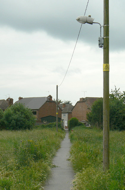 Footpath to Cleveland Avenue