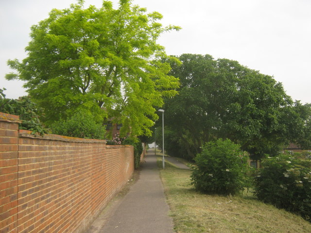 Footpath to Bysing Wood Road