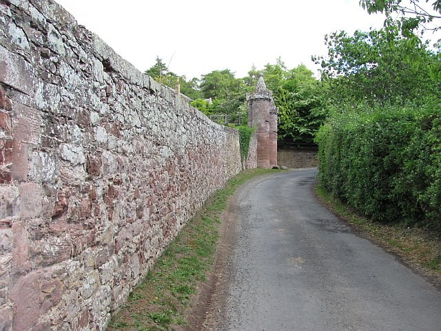 Wall and road, Dryburgh