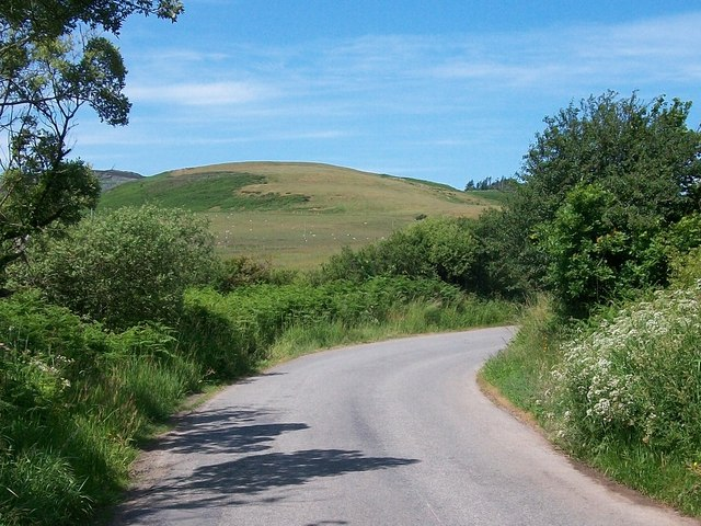 Sharp bend in the road south of the former Capel Graigwen