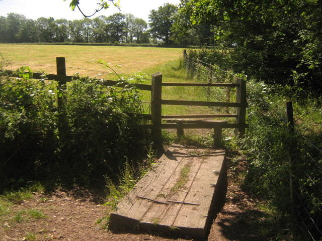 Stile and footbridge near Buckhurst Farm