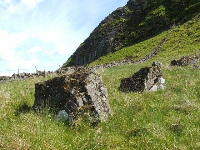 Boulders beside Duncolm