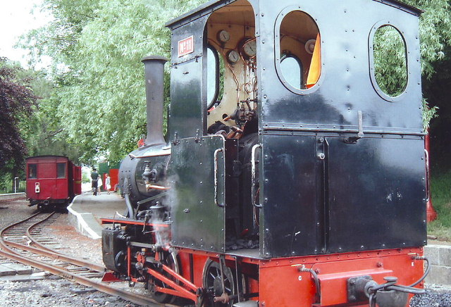 A steam loco 'runs round' at Page's Park Station, Leighton Buzzard