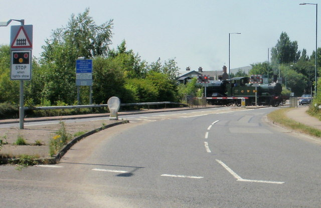 Lydney : eastern approach to A48 level crossing