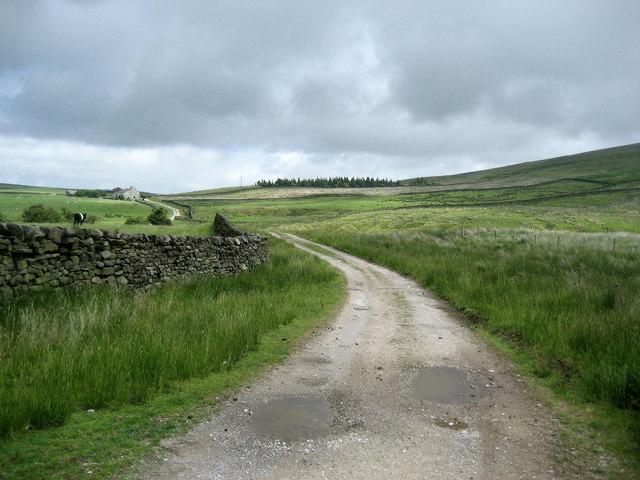 Pendle Way approaching Boulsworth Dyke
