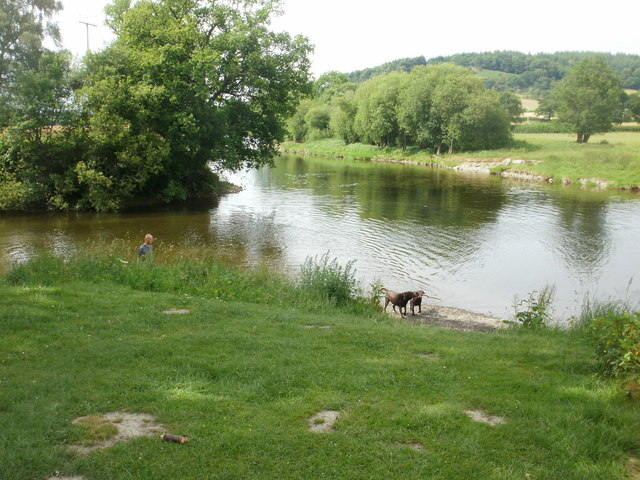 Builth Wells : confluence of the Irfon and Wye