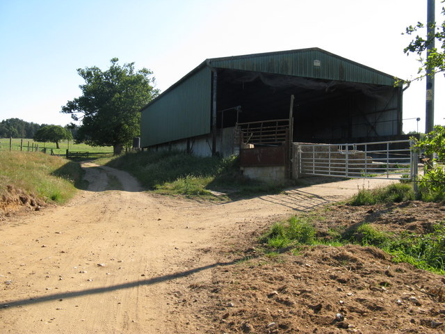 Barn on bridleway south of Smoky House