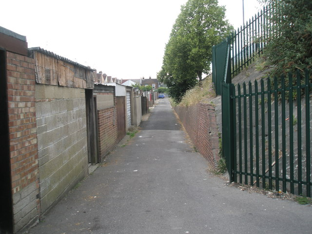 Path between Tokio and Burrfields Road