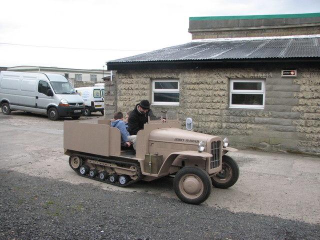 Minaturised half-track vehicle