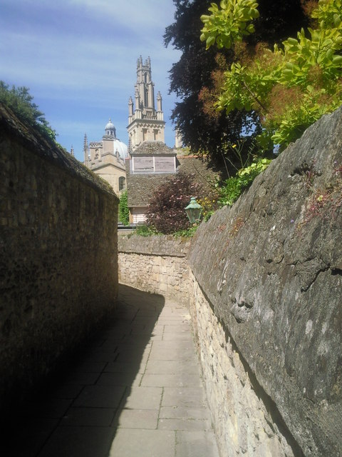 Narrow lane at New College, Oxford