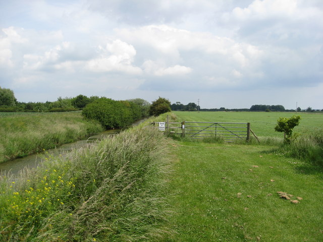 Louth Canal - Footpath enters field