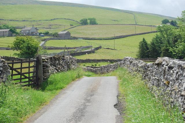 Lane towards Dub Cote