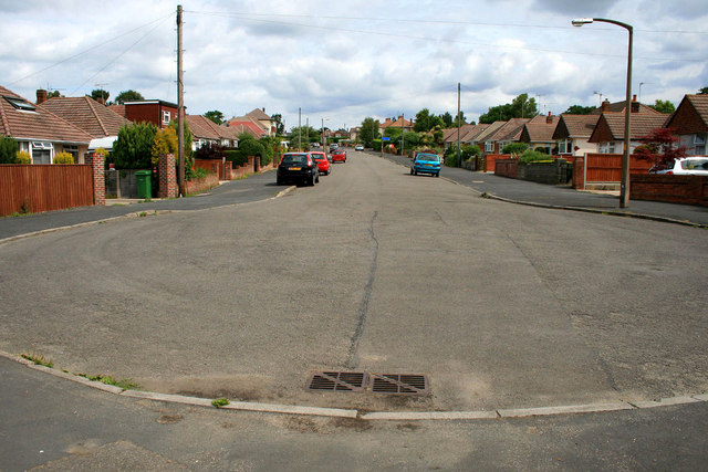 Turning circle at the end of Astbury Avenue