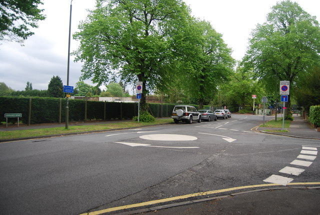 Mini roundabout, Lennard Rd and Kings Hall Rd