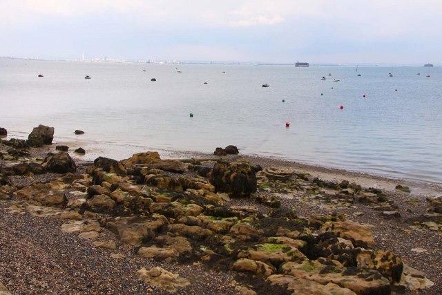 Rocky shoreline at Nettlestone Point