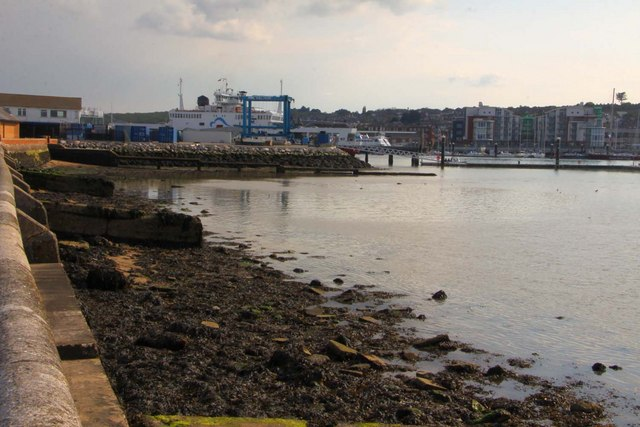 The shoreline in Cowes Harbour